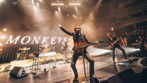 Arctic Monkeys publicó una versión live de Arabella