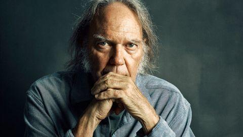 Neil Young anunció su próximo disco
