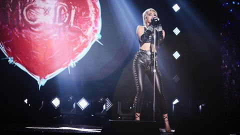 Queen por Miley Cyrus