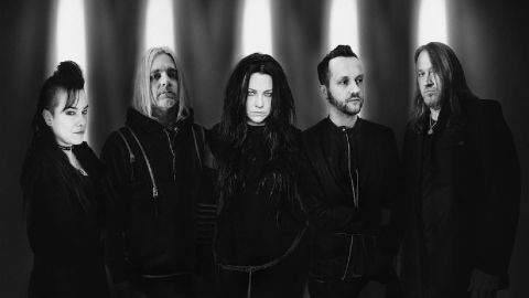 "Evanescence presentó ""The bitter truth"""