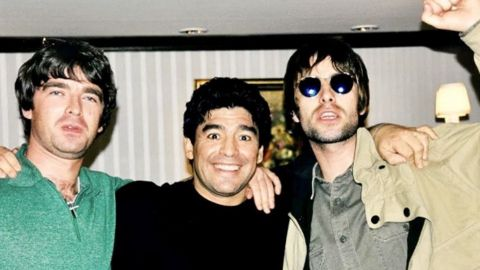 Los hermanos Gallagher, juntos por Maradona