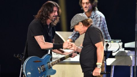 Foo Fighters tocó Back In Black con Brian Johnson