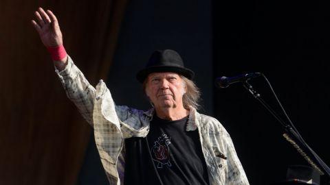 Neil Young trabaja en un nuevo disco
