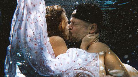 """A besarse """"Antes que el mundo se acabe"""""""