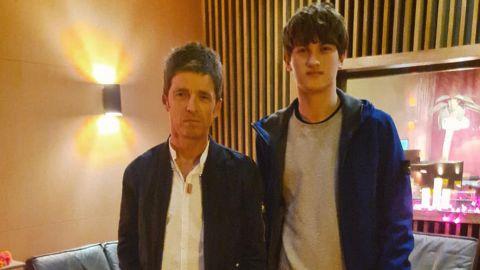 Noel Gallagher se suma a un joven cantautor